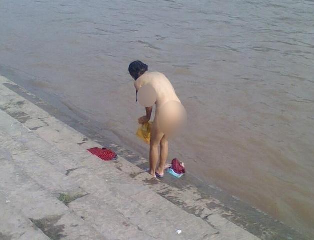 gadis bugil di sungai, ngintip cewek mandi di sungai
